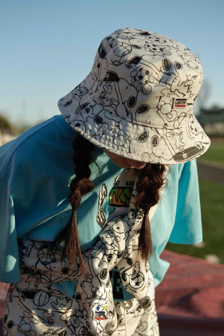 LEVI'S史努比滿版印花漁夫帽1,290元。圖/LEVI'S提供