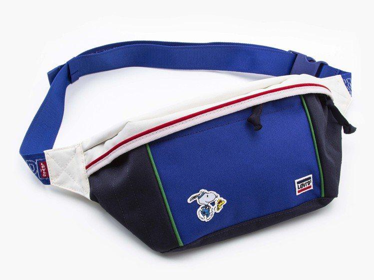 LEVI'S史努比側背小包1,890元。圖/LEVI'S提供