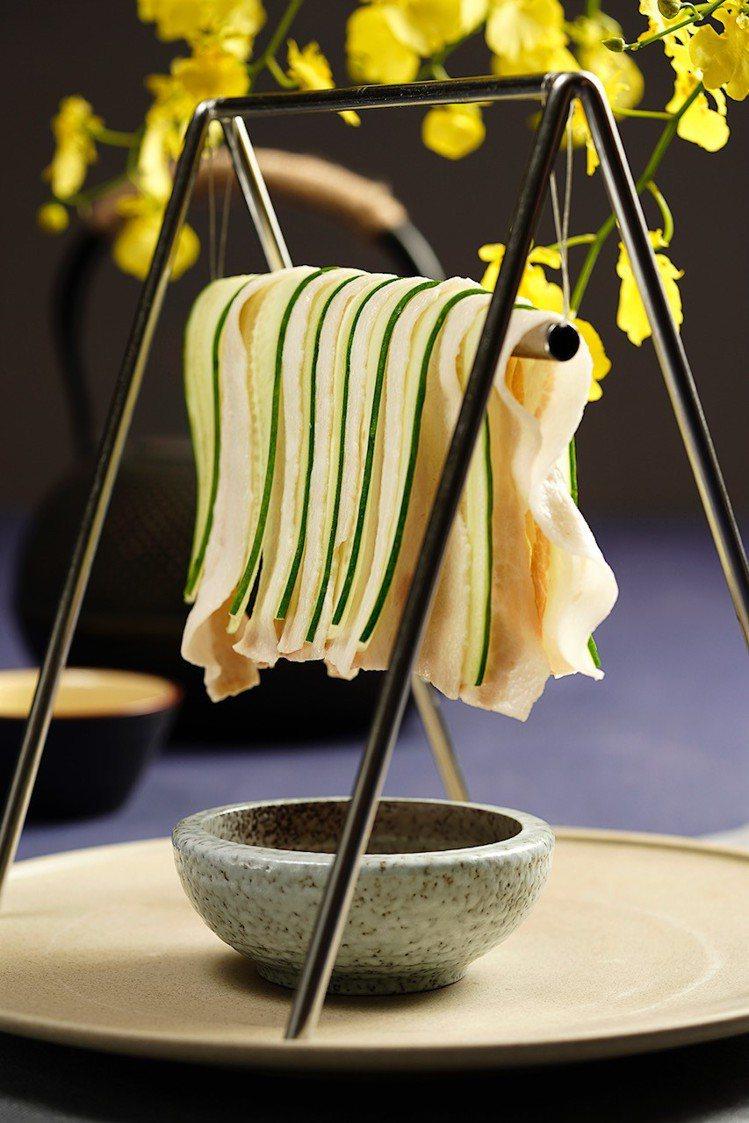 「THE上海」特色菜鞦韆晾肉架。圖/台北101提供