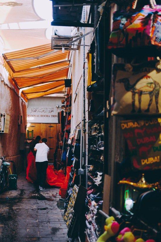 杜拜香料市集後面的窄巷。照片提供/山女孩Kit