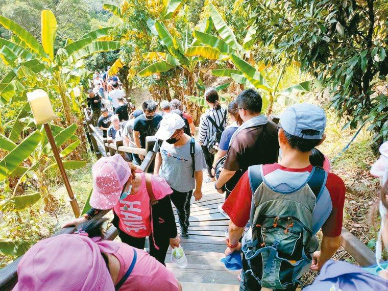 防疫新生活,許多人選擇往山裡走。圖/本報資料照片