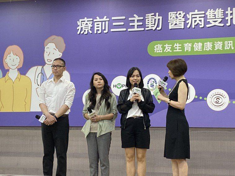今記者會上邀請傳勇(左一)等三名罹癌患者,分享治療及生育的歷程。記者簡浩正/攝影