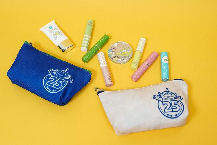 玩具總動員25周年限定萬用包與限定彩妝。圖/主辦單位提供