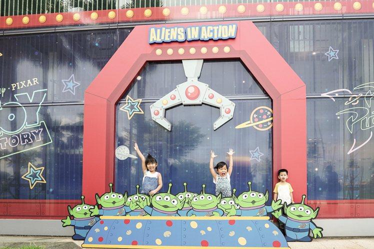玩具總動員夏日玩具派對主題店的爪子打卡牆。圖/主辦單位提供