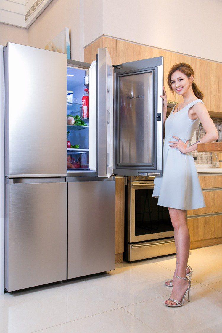 三星三循環多門旗艦冰箱搭載獨特三循環變溫系統與便利的藏鮮愛現門設計。圖/三星提供