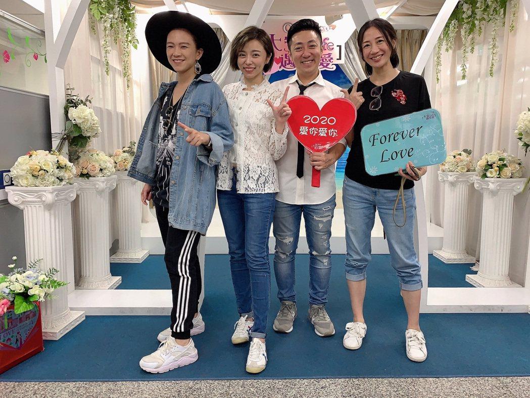 王瞳、艾成在教會親友見證下登記結婚。圖/民視提供
