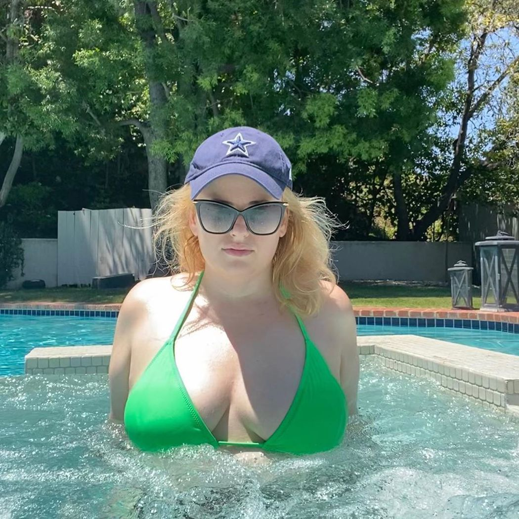 瘦身有成的瑞貝威爾森,現在連性感泳裝照都勇於公布。圖/摘自Instagram