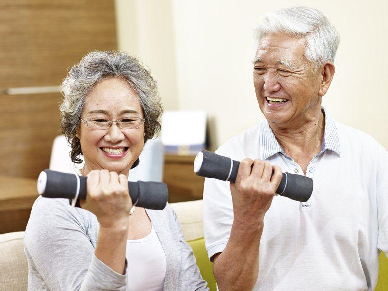 改善肌肉萎縮,運動與飲食均衡是不二法門。圖╱123RF