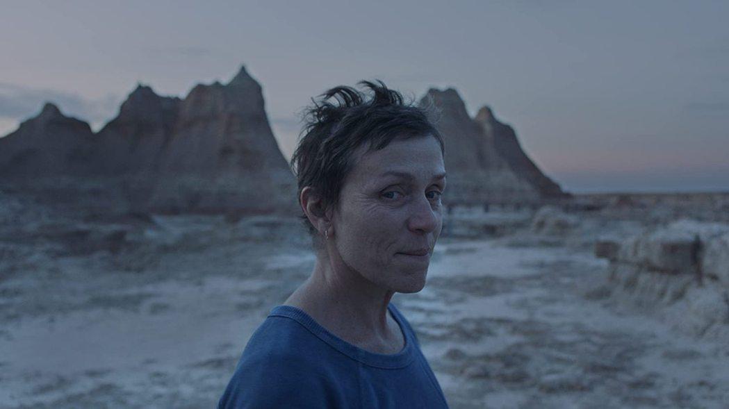 法蘭西絲麥朵曼和漫威新片華裔女導演合作搶金獅獎。圖/摘自imdb
