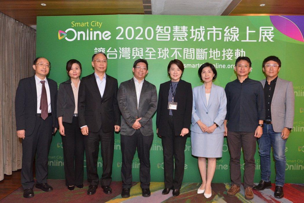 智慧城市論壇暨展覽(SCSE)原本預計於3月舉辦,但因疫情考量進行數位轉型,改以...