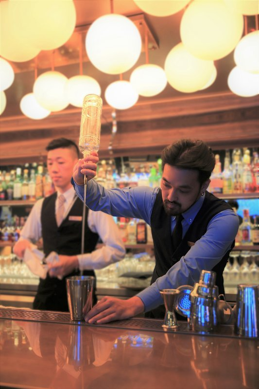 吧台可依顧客需求製作雞尾酒特調。業者/提供