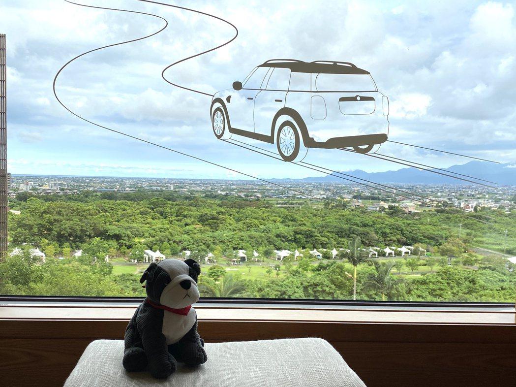創意無限,MINI車車都要飛上天了。 陳志光/攝影