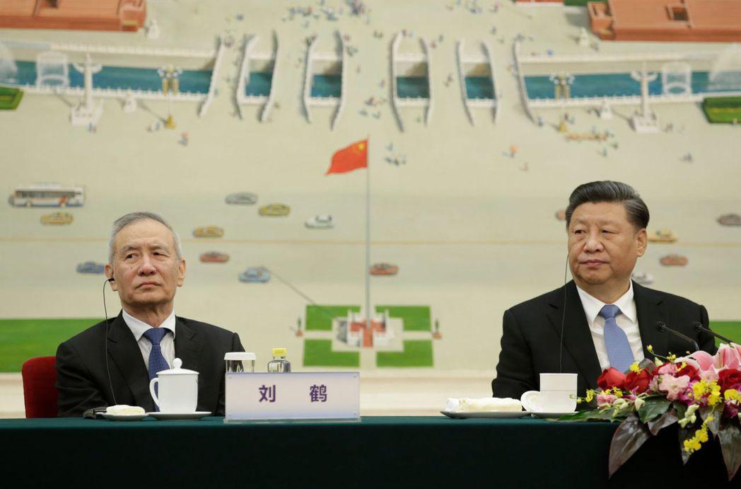 今年5月底中共人大會議期間,習近平提倡推動中國經濟「國內大循環」。隨後國務院副總理劉鶴在上海發文重申「以國內循環為主」的概念。攝於2019年11月,北京。 圖/法新社
