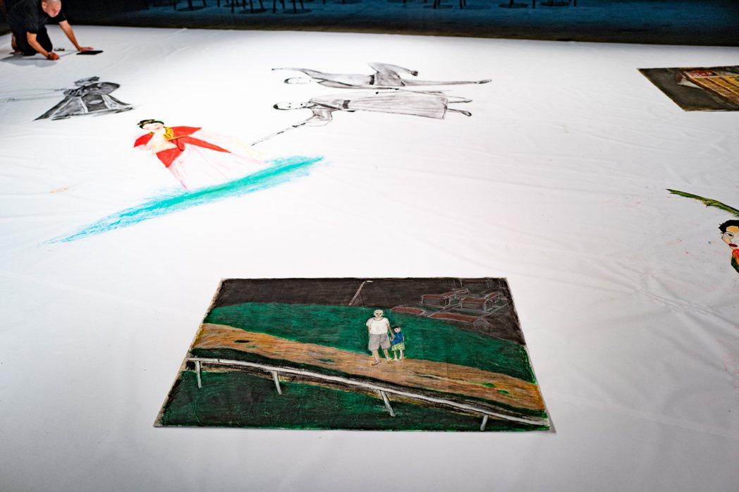 蔡明亮於電影記憶的即興創作展演現場軍械庫,為演出而作畫。 圖/汯呄霖電影提供、張...