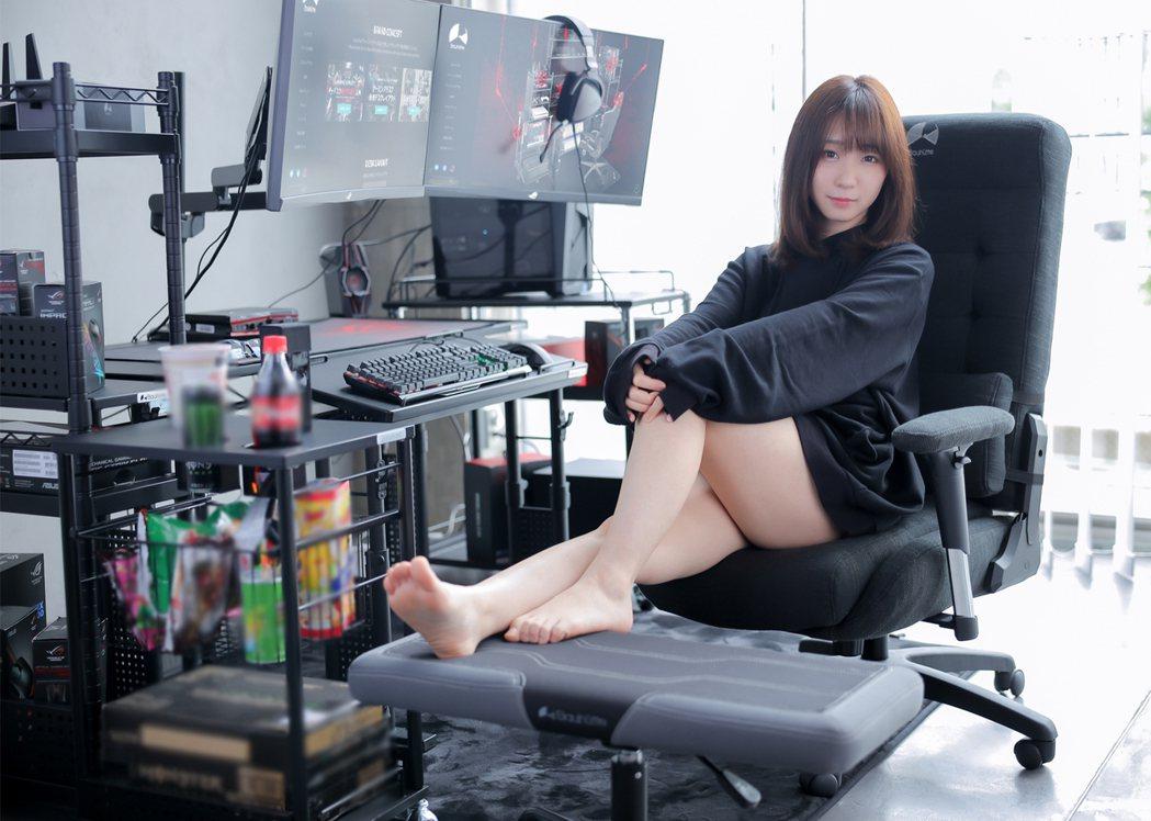 伊織萌(伊織もえ)為Bauhutte電競椅G-350拍攝宣傳照,引起網友熱烈討論