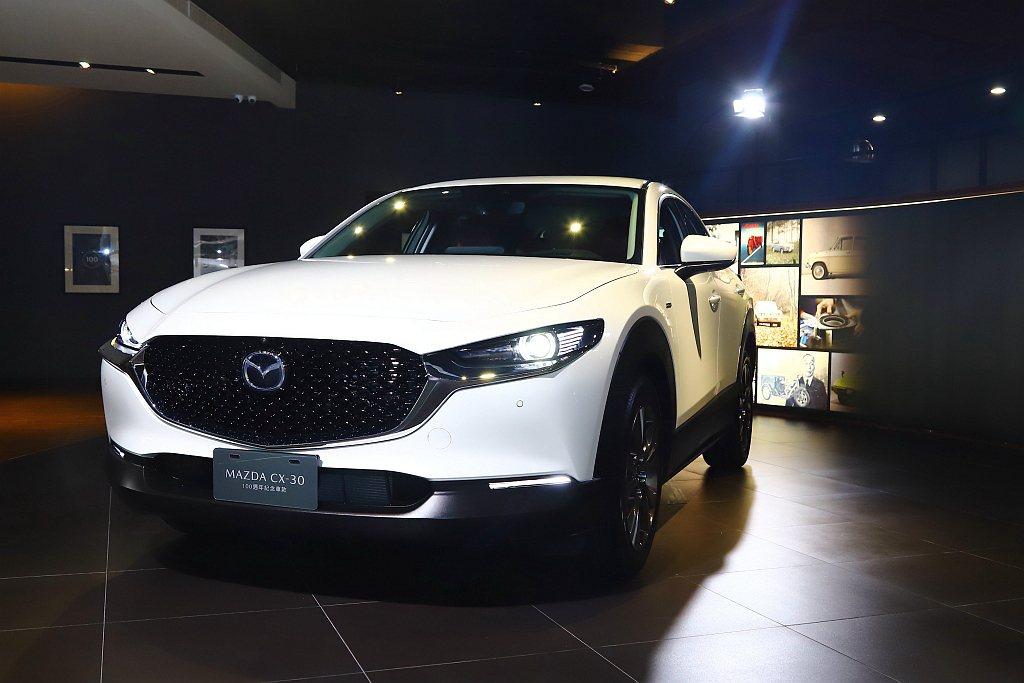 Mazda CX-30 100週年紀念車售價為新台幣112.9萬元,相比旗艦進化...