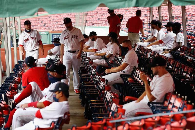 今年的紅襪球員休息區與過去相比顯得星光暗淡,尤其是先發投手部份更是會讓球迷極度悲觀。 美聯社