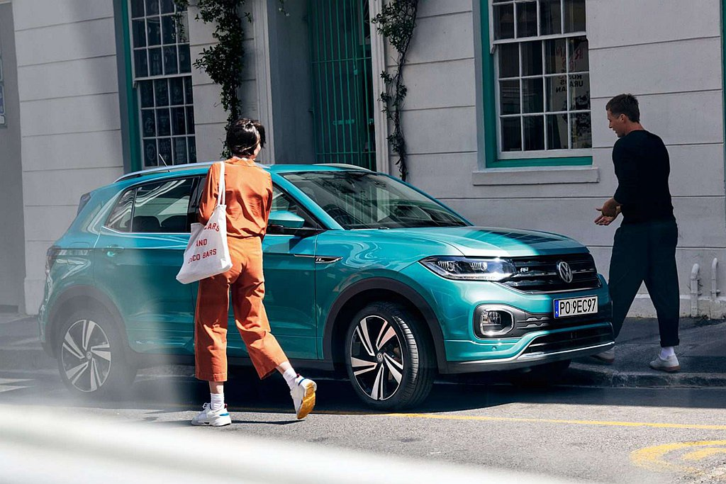 台灣福斯汽車將陸續推出各種優惠方案,並且預計提供企業客戶取送車服務、優先服務保養...