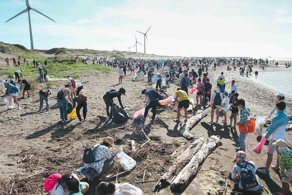 Gogoro與「RE-THINK 重新思考」聯手舉辦夏日環島淨灘活動於7月26日...