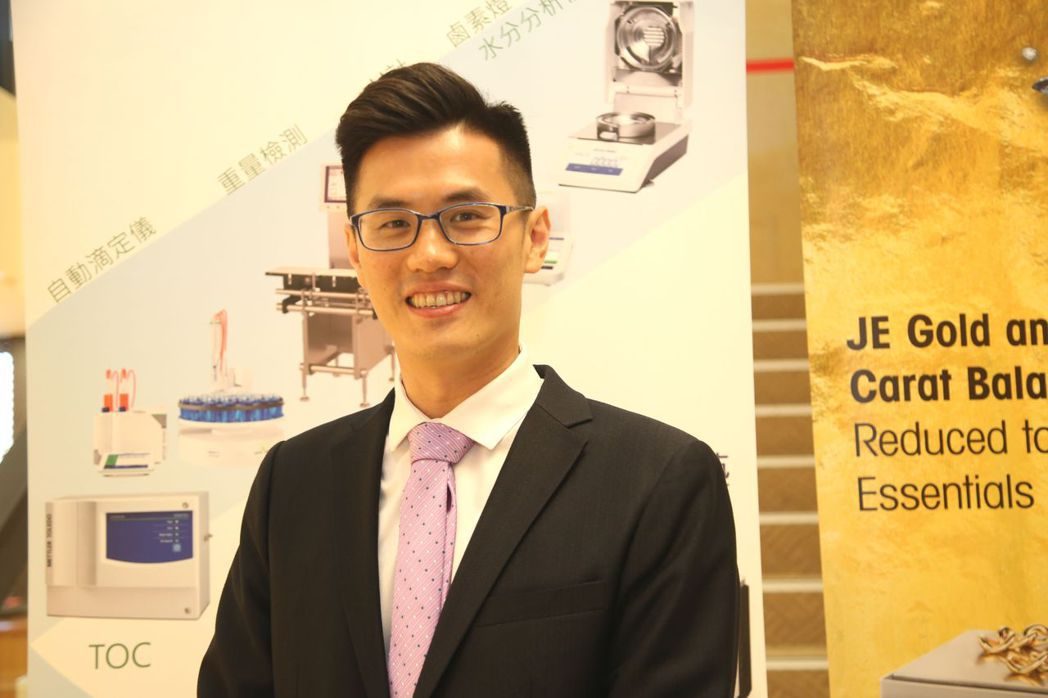 和義貿易經理陳俊強以「紡織染整助劑的測量與品質」為題,發表專題演講。