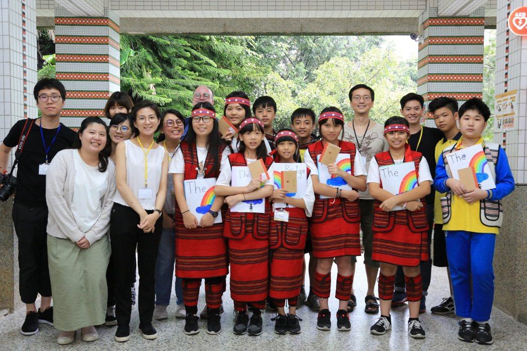 「因為所以教育協會」與谷關一所泰雅族小學進行為期一年的「課程重組計畫」。 圖/因...