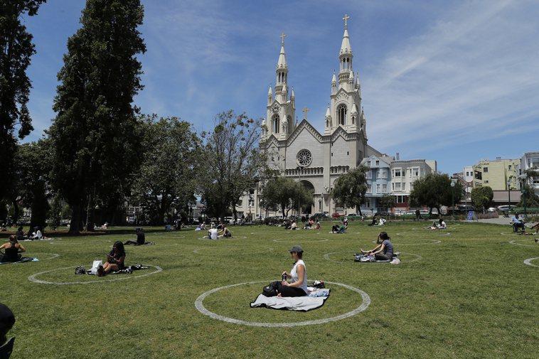 傳出新郎新娘與賓客染患新冠疫毒的舊金山市著名的 聖伯多祿聖保祿堂。 歐新社