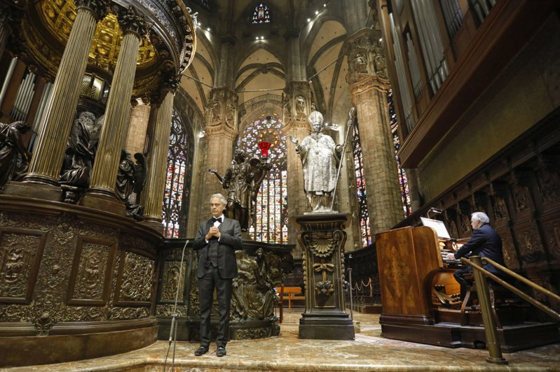 波伽利4月在在米蘭大教堂的演唱造成轟動。歐新社