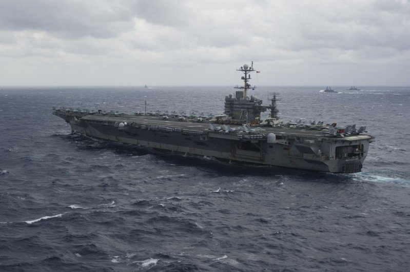 伊朗28日執行實彈軍演,以美國航母為假想敵,引起外界關注。(photo by U.S. Navy, used under CC License)