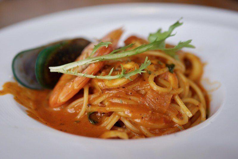 很多番茄的海鮮義大利麵