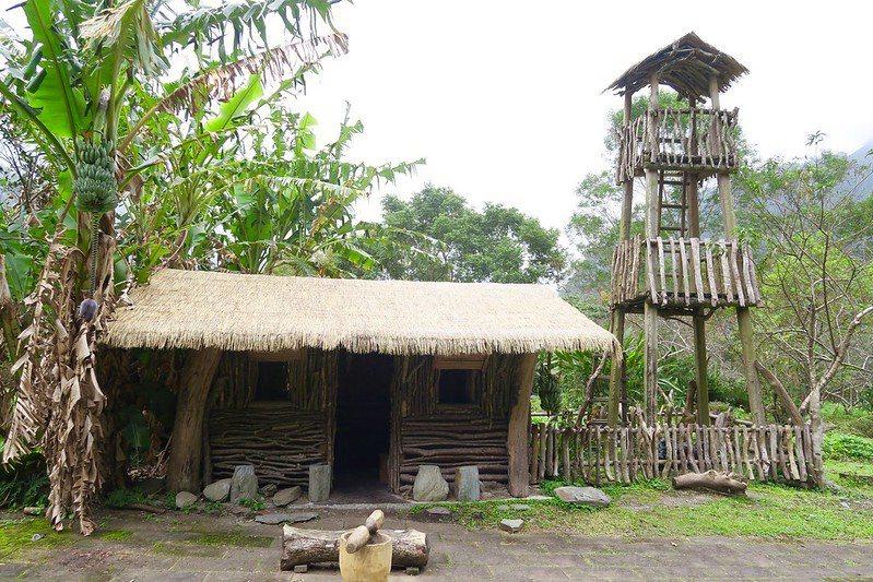 原住民太魯閣族的傳統部落屋。
