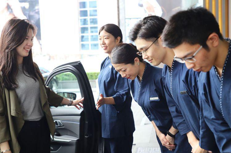 東京美食之旅日籍管家從迎賓開始,直到送客都將全程服侍在側。圖/晶華酒店集團提供