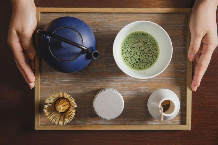 日籍管家親身分享「奉茶之事」,帶領旅客從茶湯文化認識日式禮節。圖/晶華酒店集團提...