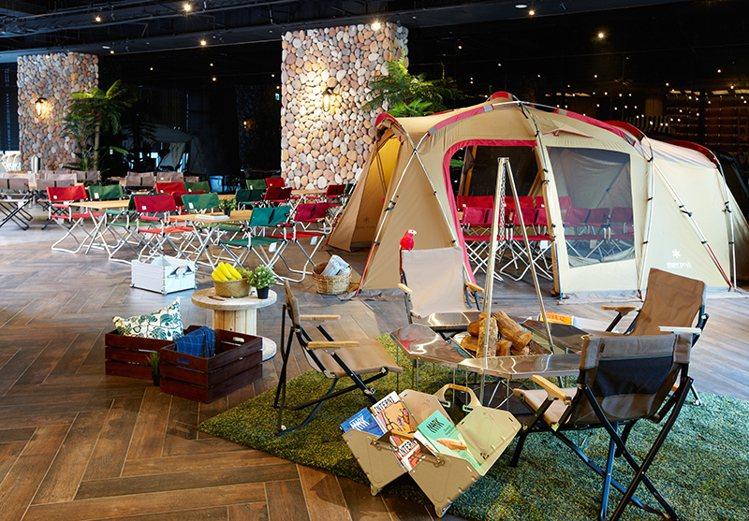 飯店獨家與日本Snow Peak露營品牌合作,打造露營野餐區。圖/國泰飯店觀光事...