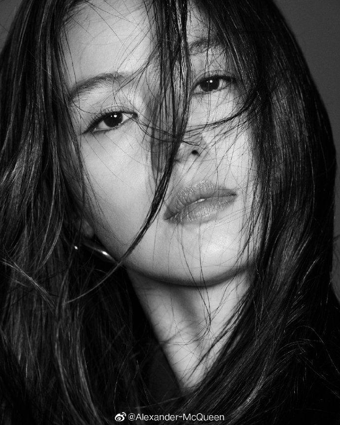 攝影師Ahn Joo Young拍攝全智賢極富變化的神韻。圖/取自微博