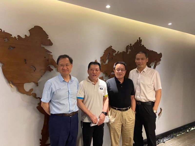 北京清華大學法學院前教授許章潤許章潤(左一)昨與律師浦志强(右一)會面。(香港電台)