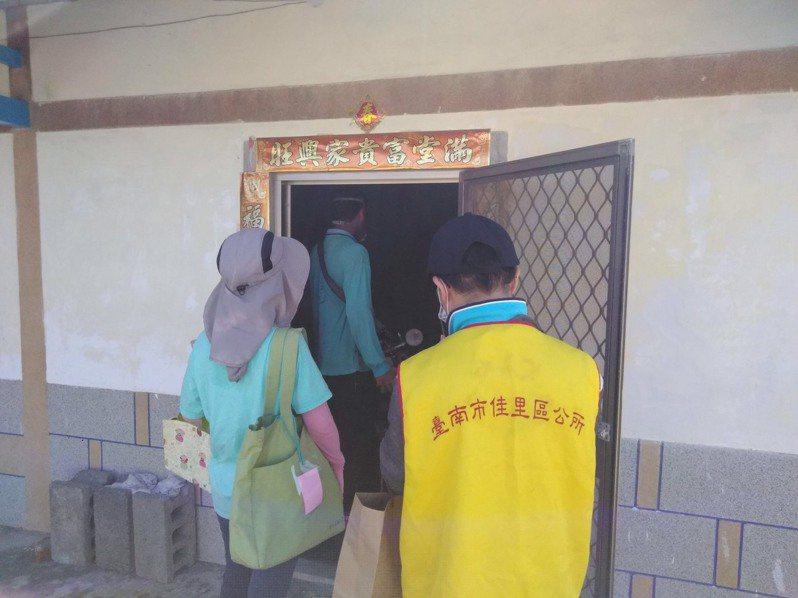 桃園市登革熱病例之前南下台南,台南市衛生局今天展開化學防治。圖/衛生局提供