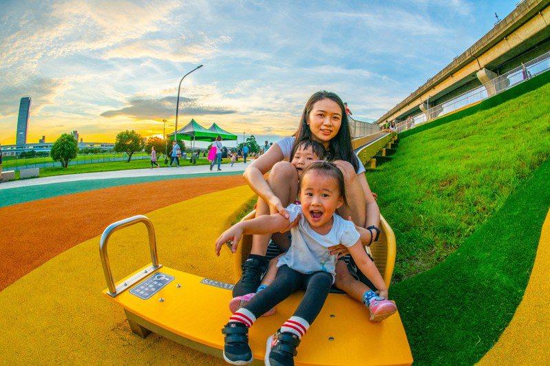 新北市高灘處每年向老天借340天打造水岸城市,增加市民遊憩空間。圖/高灘處提供