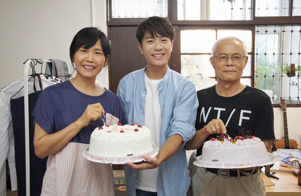 韋禮安新歌「房客」MV邀父母一起入鏡,展現韋家的日常。圖/The Orchard...