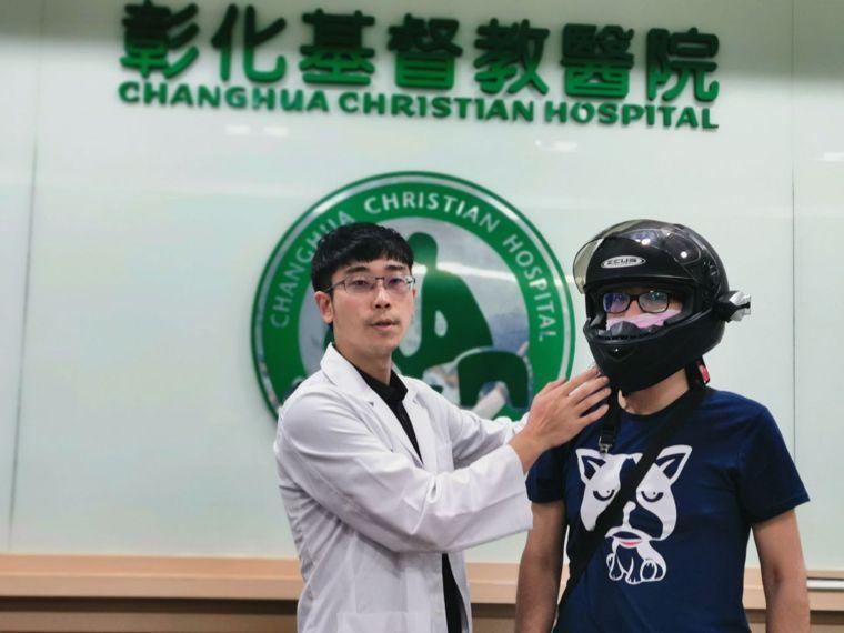 彰化市26歲林姓男子今年3月騎機車戴4分之3罩安全帽與小貨車發生車禍, 造成顏面...