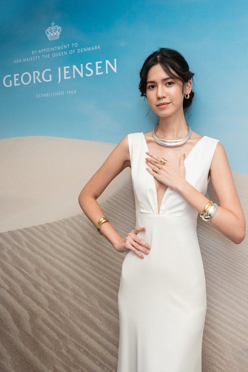 模特兒演繹喬治傑生CURVE系列秋冬新品珠寶。圖/喬治傑生提供