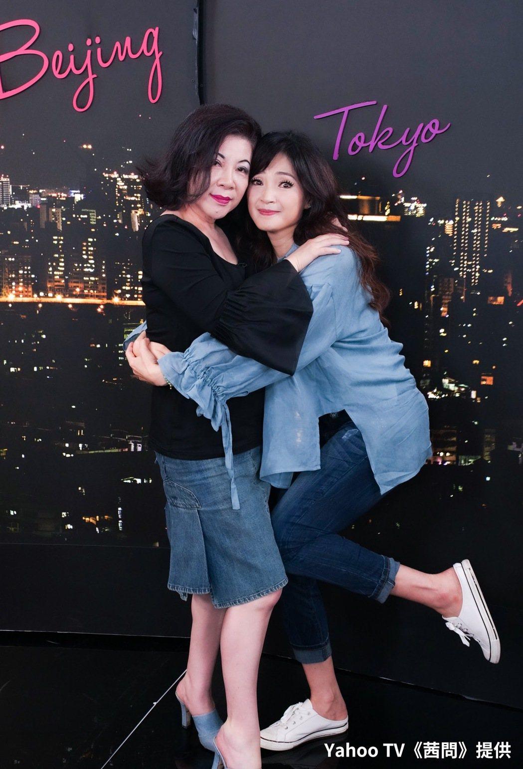 方季惟(右)上「茜問」接受陳文茜專訪。圖/Yahoo TV提供