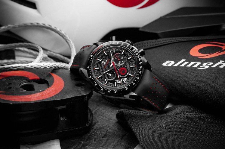 風格十足酷炫的黑色超霸(Speedmaster)款式,是OMEGA與Alingh...