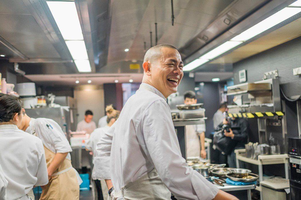 江振誠(中)在「Restaurant ANDRÉ」成功建立起一支表現非凡的團隊,...