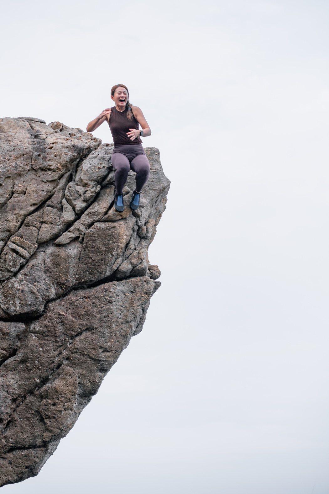 魏華萱挑戰「三米跳水」因懼高症腿軟暴哭。圖/混種時代提供