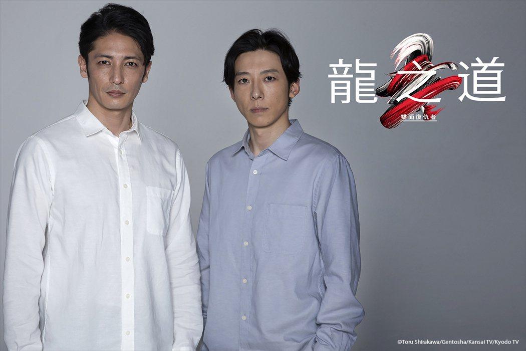 玉木宏(左)和高橋一生在「龍之道 雙面復仇者」中飾演一對雙胞胎兄弟。圖/friD...