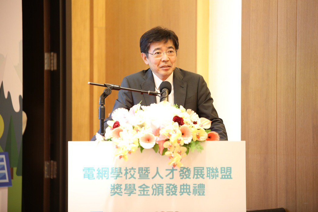 在父親節前夕,工研院院長劉文雄宣布以父親名義成立「劉書勝紀念獎」,期待帶動電力人...