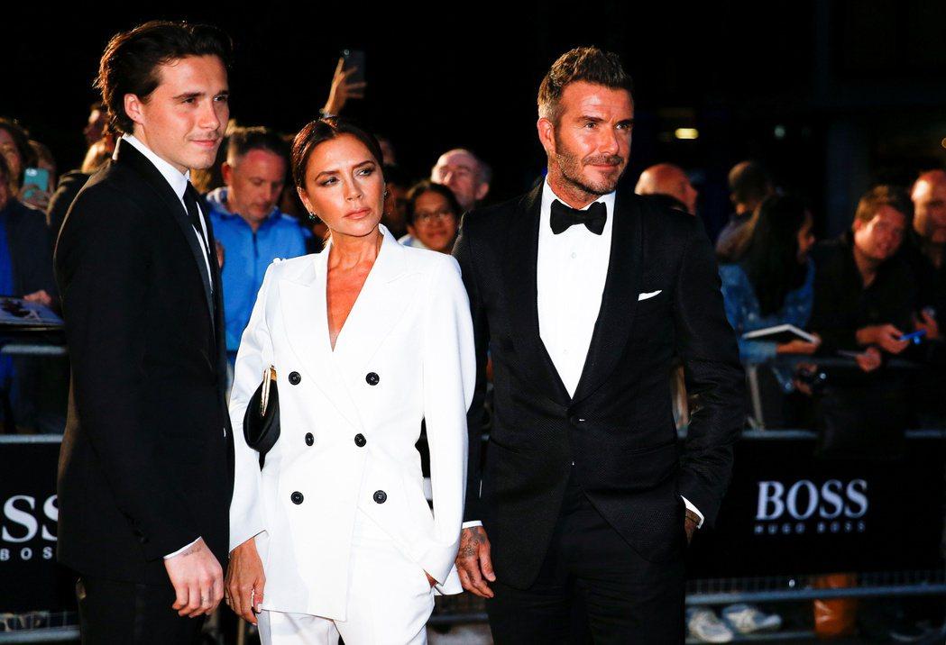 布魯克林貝克漢(左起)好事將近,媽媽維多莉亞與爸爸大衛想邀請重量級貴賓出席婚禮。
