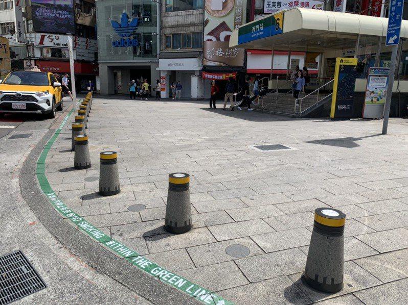 北市西門捷運廣場7月設禁菸區,8月起取締。圖/聯合報系資料照片
