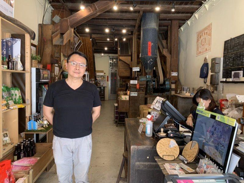 台南新化老街百年晉發碾米廠,在「另類第六代傳人」接手下,空間改造得更明亮,持續推...