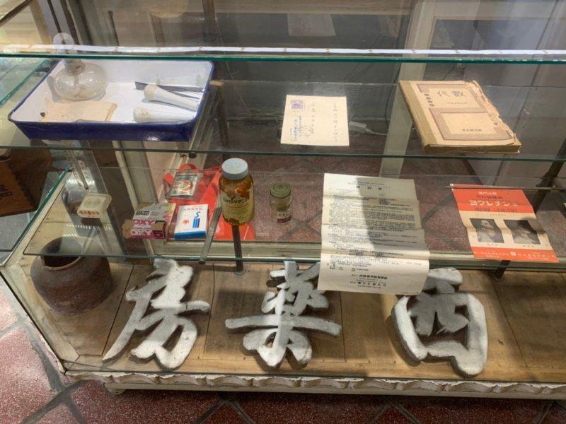 台南市新化老街上的長泰西藥房,內部文物保留展示,繼續訴說故事。 圖/吳淑玲 攝影